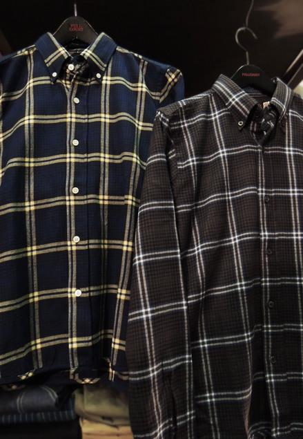3d878bd83588a まずは昨日ご紹介した直営店限定のネルシャツ。 BDスタイルにネイビーにはイエロー、 ブラックにはブルーの刺し色がキリッと効いた上品なチェック。